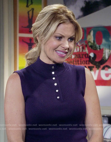 DJ's navy mock-neck buttoned top on Fuller House