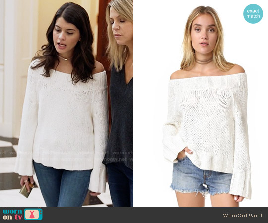 Free People Beachy Slouchy Pullover Sweater worn by Sofia Black D'Elia on The Mick