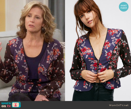 Free People The Way The World Turns Top worn by Nancy Travis on Last Man Standing