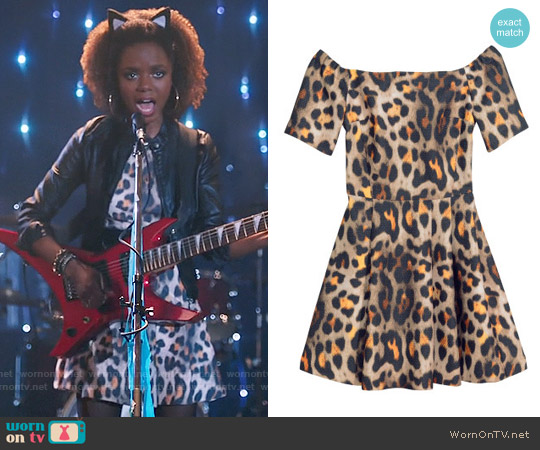 H&M Off-the-shoulder Dress in Leopard Print worn by Josie McCoy (Ashleigh Murray) on Riverdale