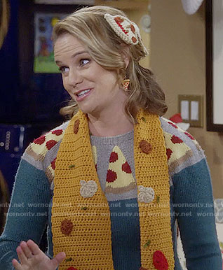 Kimmy's pizza sweater, scarf and hair clip on Fuller House