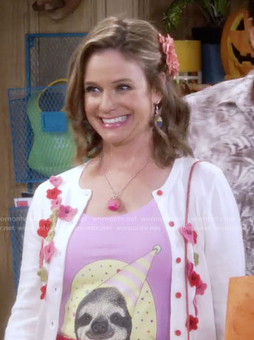 Kimmy's sloth tee and flower applique cardigan on Fuller House