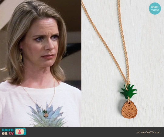 ModCloth Fruits and Ladders Necklace worn by Andrea Barber on Fuller House