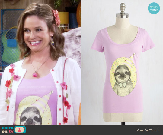 ModCloth Slow and Steady Wins the Cake Cotton T-Shirt worn by Kimmy Gibbler (Andrea Barber) on Fuller House
