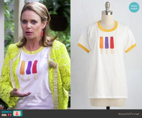 ModCloth Pops to You Tee worn by Andrea Barber on Fuller House