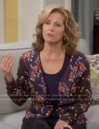 Vanessa's mixed floral print v-neck top on Last Man Standing