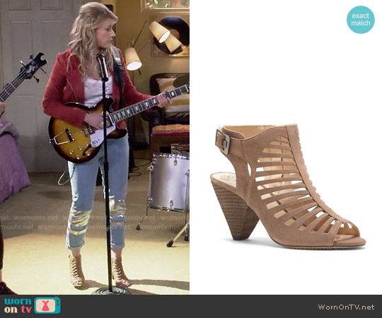 Vince Camuto Eliana Cutout Sandals worn by Jodie Sweetin on Fuller House