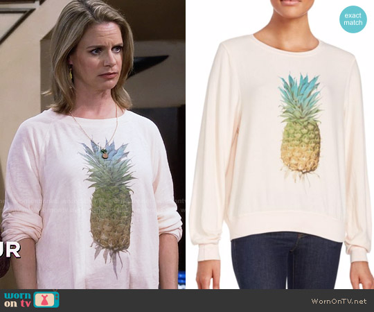 Wildfox Graphic Printed Long Sleeve Pullover worn by Andrea Barber on Fuller House