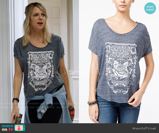 William Rast Stefani Graphic T-shirt worn by Kaitlin Olson on The Mick