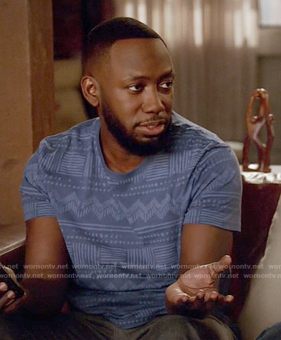 Winston's blue printed t-shirt on New Girl