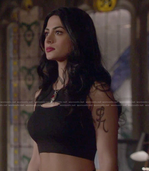 Isabelle's black sports bra on Shadowhunters