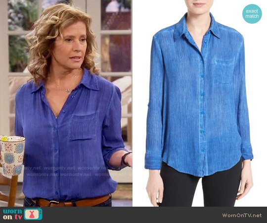 Alice + Olivia Piper Shirt in Cobalt worn by Nancy Travis on Last Man Standing