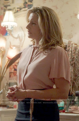 Alice's pink blouse with pleated sleeves on Riverdale