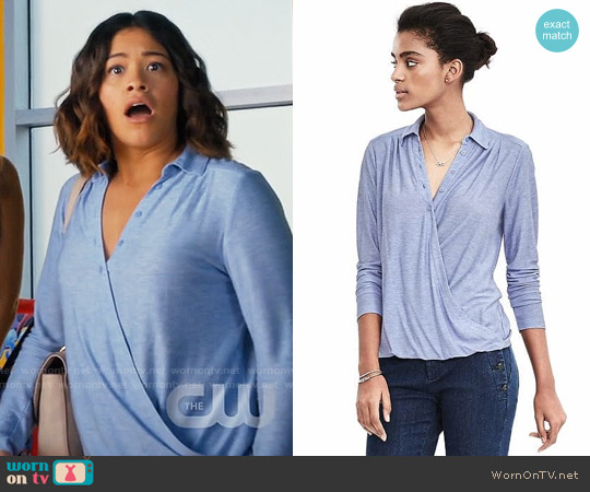 Banana Republic Jersey Faux Wrap Shirt in Light Blue Heather worn by Jane Villanueva (Gina Rodriguez) on Jane the Virgin