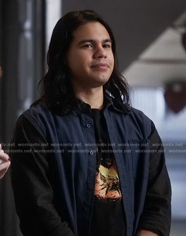 Cisco's fire graphic tee on The Flash