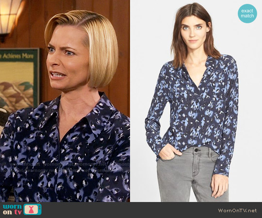 Equipment Reese Shirt worn by Jaime Pressly on Mom