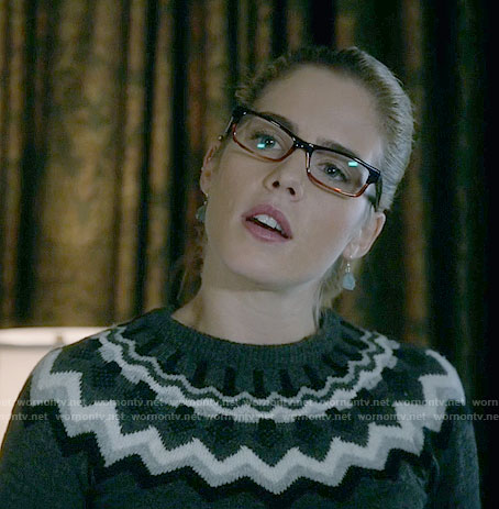Felicity's grey zig zag sweater on Arrow
