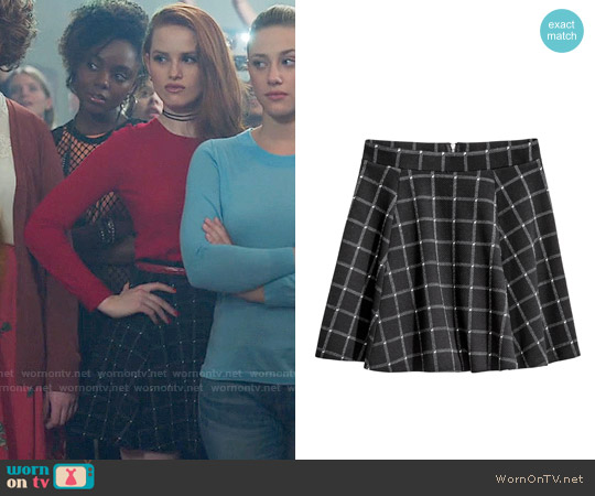 H&M Black Checked Circle Skirt worn by Madelaine Petsch on Riverdale