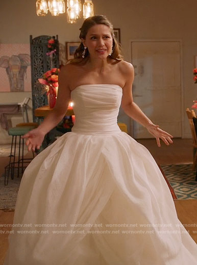 Kara's wedding dress on Supergirl