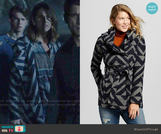 Mossimo Supply Co Faux Wool Wrap Jacket Blue worn by Malia Tate (Shelley Hennig) on Teen Wolf