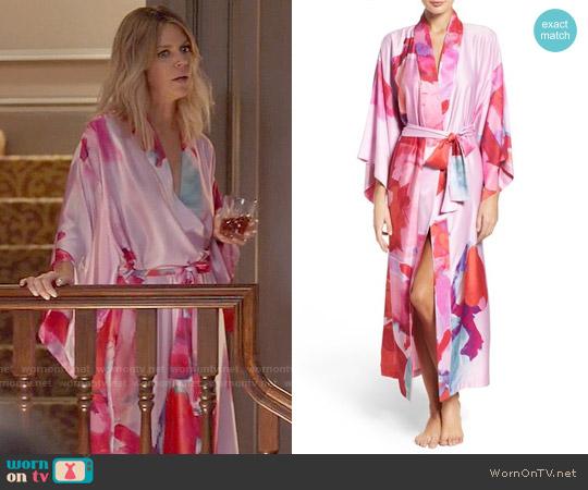 Natori Bright Lilac Kimono Robe worn by Kaitlin Olson on The Mick