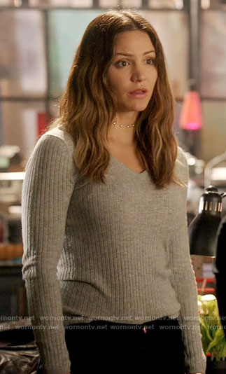 Paige's grey ribbed v-neck sweater on Scorpion
