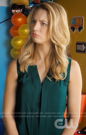Petra's green sleeveless blouse on Jane the Virgin