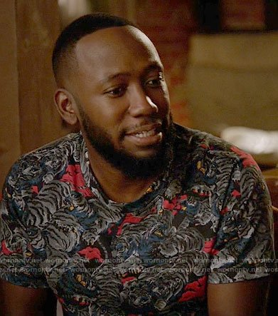 Winston's tiger print t-shirt on New Girl