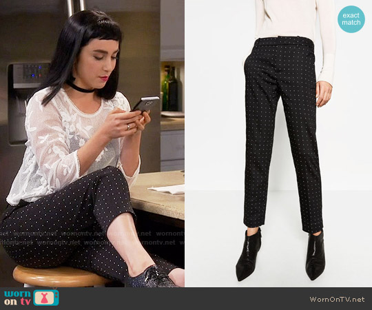 Zara Mid-Rise Skinny Trousers worn by Mandy Baxter ( Molly Ephraim) on Last Man Standing