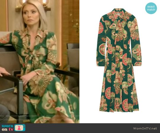 Pleated printed silk crepe de chine midi dress by Gucci worn by Kelly Ripa  on Live with Kelly & Ryan