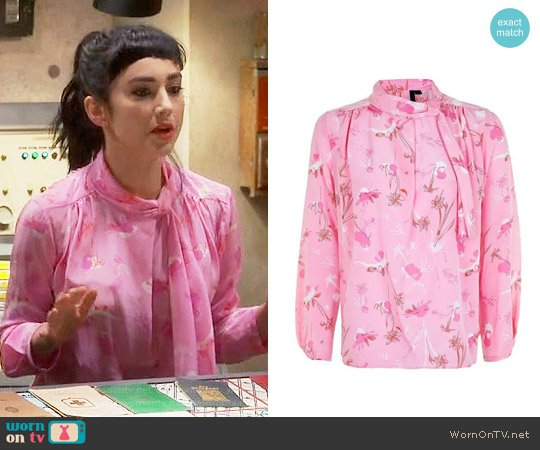 Topshop He Loves Me Not Silk Blouse worn by  Molly Ephraim on Last Man Standing