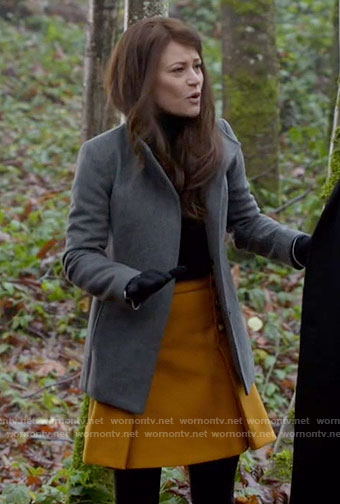 Belle's mustard yellow pleated skirt on Once Upon a Time