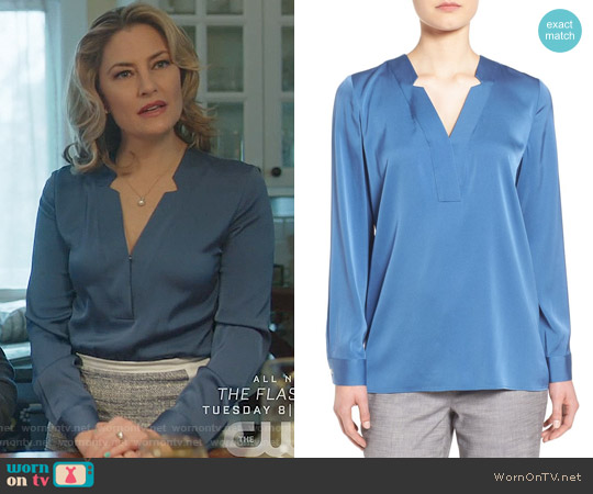Classiques Entier Notched V-Neck Stretch Silk Blouse worn by Mädchen Amick on Riverdale