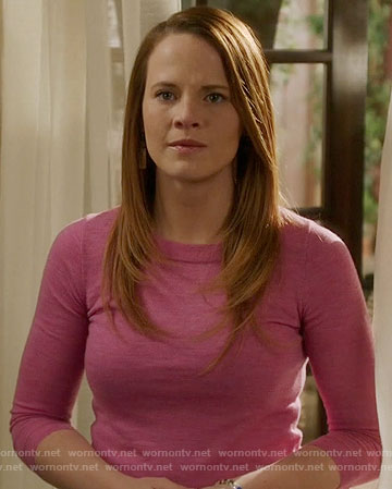 Daphne's pink sweater on Switched at Birth