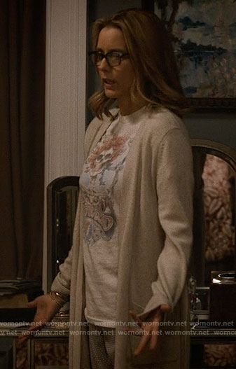 Elizabeth's skull graphic tee on Madam Secretary