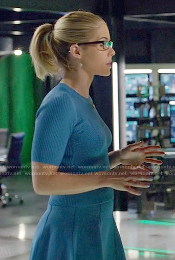 Felicity Smoak Fashion On Arrow Emily Bett Rickards
