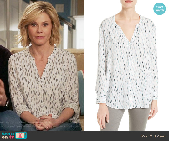 Soft Joie Dane Scribble Print Blouse worn by Claire Dunphy (Julie Bowen) on Modern Family