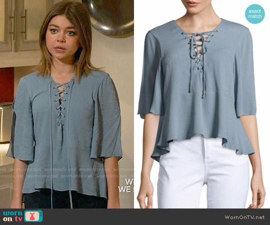 Lovers + Friends Boulevard Top worn by Sarah Hyland on Modern Family