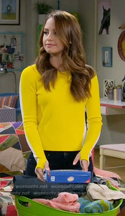 Sofia's yellow and white sweater on Young and Hungry