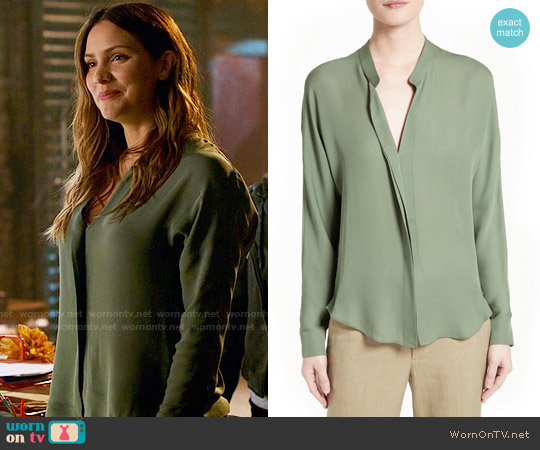 Vince Sage Silk Blouse worn by Paige Dineen (Katharine McPhee) on Scorpion