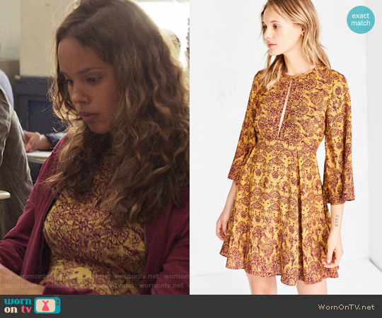 Ecote Tyler Split-Neck Bell-Sleeve worn by Alisha Boe on 13 Reasons Why