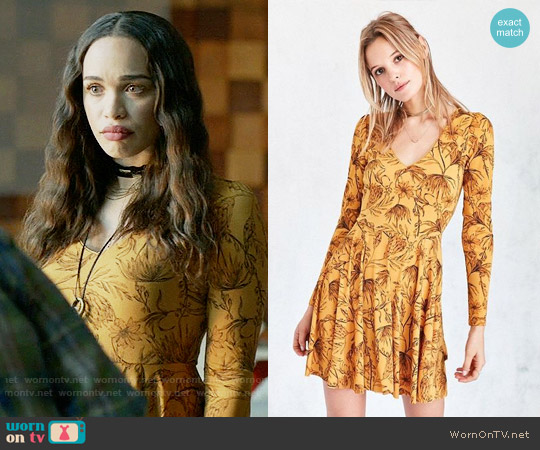 Kimchi Blue Katryna Floral Lace-Up Back Mini Dress worn by Cleopatra Coleman on Last Man On Earth