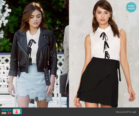 Nasty Gal Forever Bow Collared Blouse worn by Aria Montgomery (Lucy Hale) on PLL