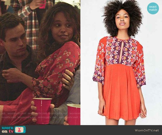Ecote Tyler Split-Neck Bell-Sleeve in Red worn by Jessica Davis (Alisha Boe) on 13 Reasons Why