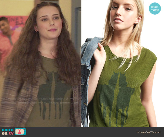 GAP Mirrored Horse Graphic Tee worn by Hannah Baker (	Katherine Langford) on 13 Reasons Why
