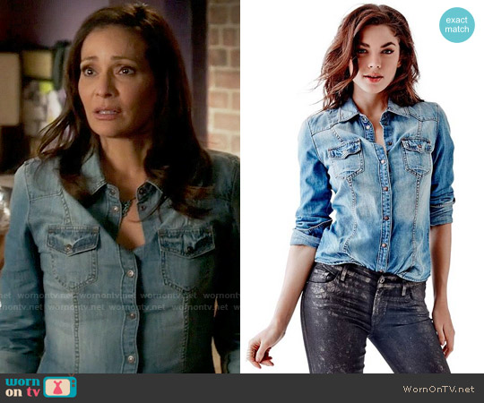 Guess Slim-Fit Denim Shirt in Fiddle Wash worn by Regina Vasquez (Constance Marie) on Switched at Birth