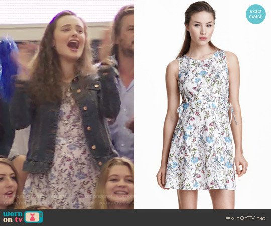 H&M Patterned Dress with Lacing worn by 	Katherine Langford on 13 Reasons Why