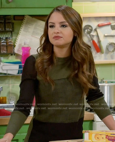 Sofia's green and black sweater on Young and Hungry