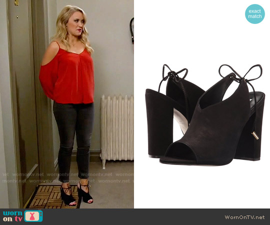Steve Madden Saffron Mules worn by Gabi Diamond (Emily Osment) on Young & Hungry