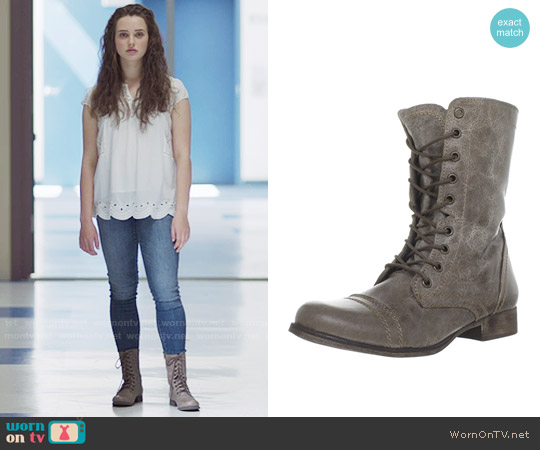 Steve Madden Troopa Boot in Stone worn by Hannah Baker on 13 Reasons Why